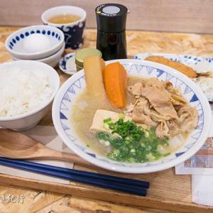 【大阪梅田】ホワイティうめだの「ごちとん」で豚汁定食!