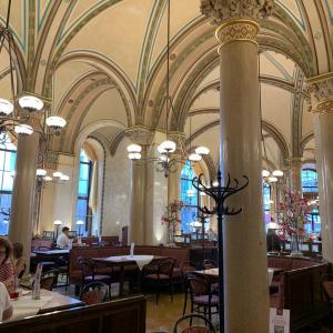 お城のようなウィーンの名店カフェ 〜CAFE CENTRAL〜