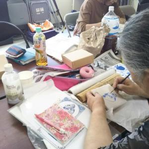 ダイニングテーブルで作品作り・・・仙台アド・プランツ教室。9月レッスン風景。