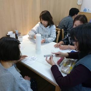ダイニングテーブルで作品作り・・・横須賀Cafe  PercaさんでWS