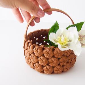 【花結びの小かご】の作り方。簡単な底で