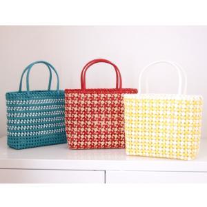 四つだたみ編みのバッグ 3つ。