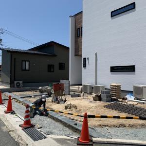 防府市 新築外構 ♪ 駐車場とアプローチのラインに自然石を貼る S-STYLE GARDEN