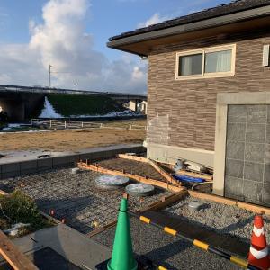 下関市 トヨタホーム 新築外構 ♪ 運ぶ生コン 仕上げるコンクリート!