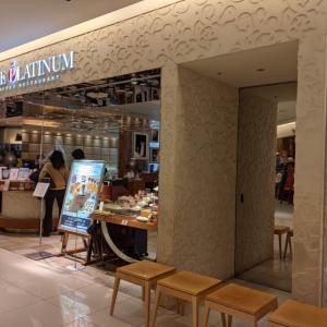 JR大阪駅直結商業施設ルクアのレストラン街にあるザプラチナムでブッフェスタイルのランチ