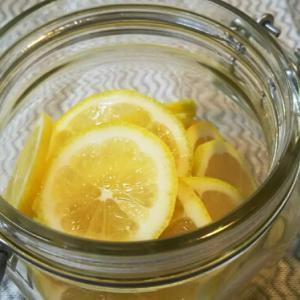 いただいたレモンをはちみつ漬けに