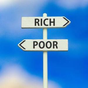 【悲報】日本さん、G7の中で一人当たり国民所得は最低なのに国会議員の報酬は最高位…