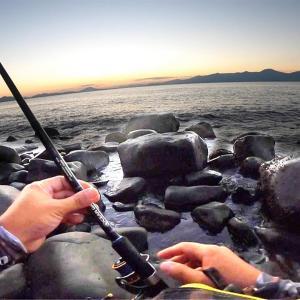 【離島釣り生活】ダメ元で島の裏側までゴロタ場歩いてみたらこれまでに無い重みと強烈な引きで驚愕!!!?【釣りせんば】