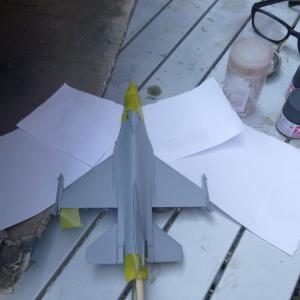 タミヤ 1/72 F-16ファイティング・ファルコン 上面塗り