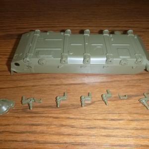 1/35 ソビエト戦車 T-55A サスペンションの取付