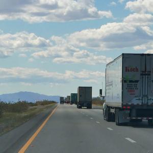 やっぱりトラックが多いかも