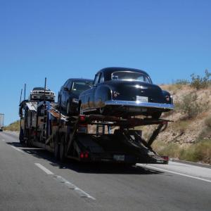 陸送されるクラシックカー