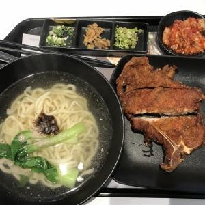 梁社漢排骨麺と炒飯