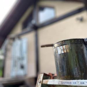 久々にログハウスの丸太の塗装