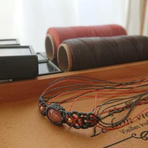 サンストーンのデザイン編みブレスレット
