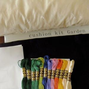 刺繍 - cushion : garden