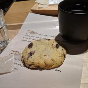 AMERICANなクッキーをほおばる