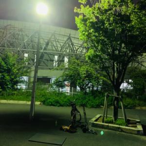 街灯の下で練習♫