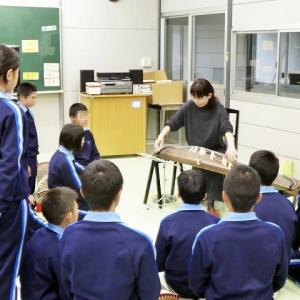 市内の中学校へアウトリーチ活動に行って来ました。