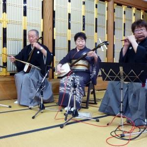 高岡市内のお寺さんで民謡アトラクションでした。