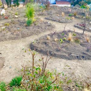 ガーデンの土増し