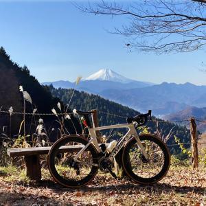 秋の自転車ウェアって何着ればいいの⁉ 紅葉サイクリングに最適な秋のロードバイクウェア選びの基本を調べてみた