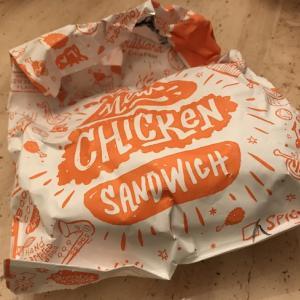 1時間待ちのチキンサンドイッチ