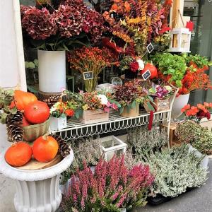 ミラノのフラワーショップもすっかり秋色コーデ♪
