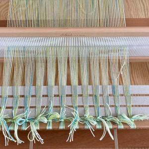 スカーフ織り始め