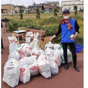 【競馬】レジェンド武豊さん、函館でゴミ清掃に勤しむwwwww