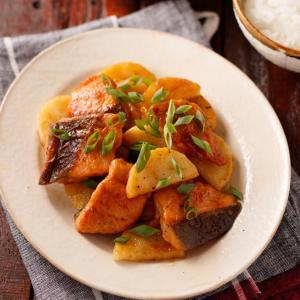 鮭と長芋の照り焼きバター【#簡単 #時短 #節約 #洗い物減 #ヘルシー #クレハタイアップ #PR】