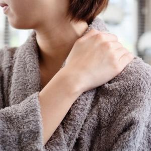 寝起きの肩こり、首の痛みの改善に便利アイテム