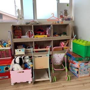 お子さま(2歳)のおもちゃのお片づけサポート