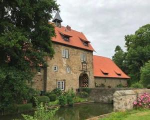 フォン ・ ミュンヒハウゼン ・ アペレルン水城館