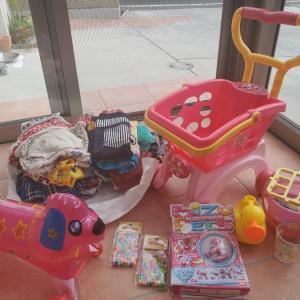 寄付の子ども服、おもちゃ