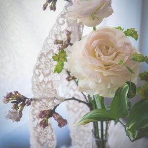 「花とレースの艶やかさ」-テーブルフォト