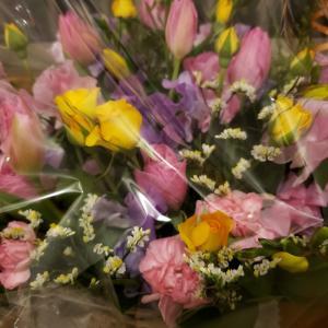 妻の誕生日に花を贈る