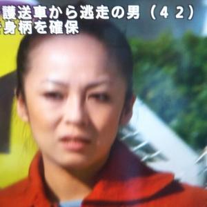 《速報》 護送車両から逃走した #大植良太郎 被告の身柄を確保のニュースを #佐藤仁美 さんのおでこの上で知った。