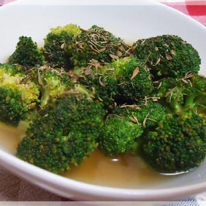 ブロッコリーのハーブコンソメスープ