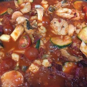 「タラ・魚介・ズッキーニ・ビーツ・エリンギのトマト煮込み」を作りました。