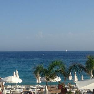 地中海の海から。おしゃれなドリンクと。