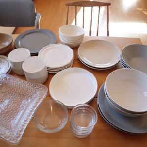 ▼我が家の食器、全部。