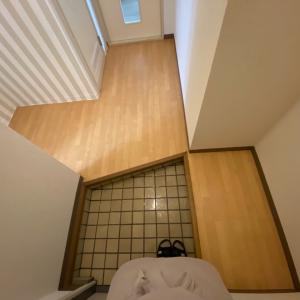 ▼玄関の床材施工はじめました〜まずは解体〜
