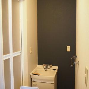 【洗面所DIY】#5 抗菌壁紙 単色だけど風合いのあるルノン『幼児の城』
