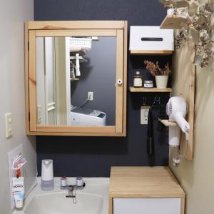 ▼【洗面所DIY】#6 壁にビスなしでミラーを取り付けた方法