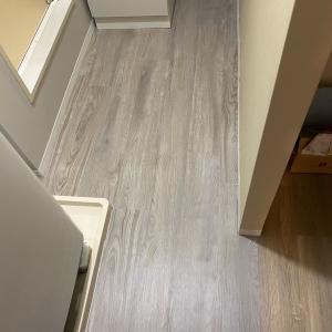 ▼【洗面所DIY】#11 床材は、はめ込み式フローリングを敷きました その2