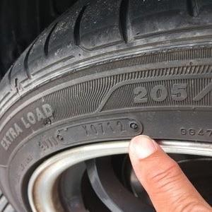 車のタイヤの買い替えは、ディーラーと量販店どちらが良いと思いますか