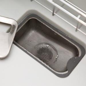 使うのはお湯と氷だけという、 簡単にできるキッチン排水溝のにおい対策、やってみませんか?
