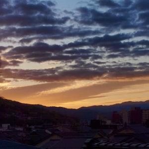 今日のお天気は? 雨はなさそうです。金沢の今日の日の出、6時37分。