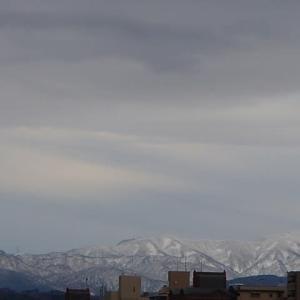 山は真っ白(医王山系)。